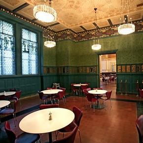Salle à manger  (dite Green Dining Room) commandée à William Morris dans les années 1860 pour l'actuel Victoria ans Albert Museum de Londres