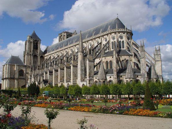 Vue de l'extérieur de la majestueuse cathédrale