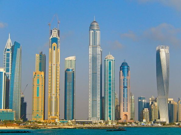 Se déplacer sans cesse, pour retrouver partout des gratte-ciel et des banques ?